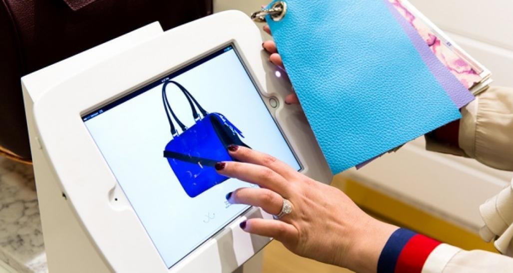 A person is seen customizing a purse through the Mon purse selections