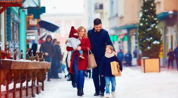 Family holiday shopping in the snow