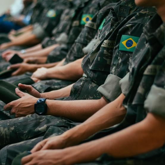 military-soldiers-sitting-together